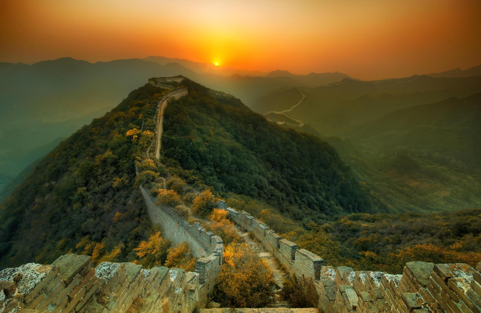 great-wall-of-china-sunset-landscape-mountains-panorama-2048×1334